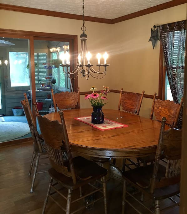 Dining room table seats 6-8 comfortably