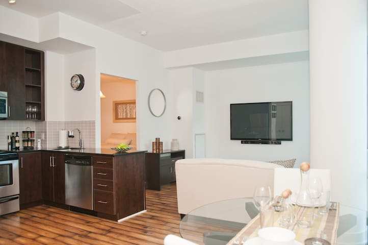 Ultimate Luxury in Downtown Toronto