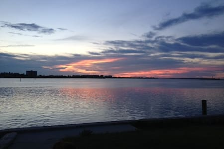Sunset Walk on Waterfront 2BD Apt - Clearwater