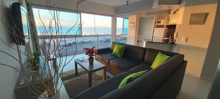Pip's Spectacular Panoramic Sea View Apartment