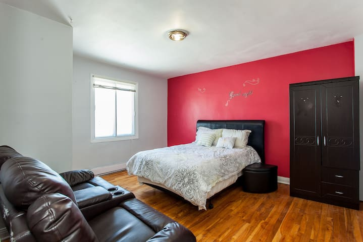 cozy apartment in laval near metro