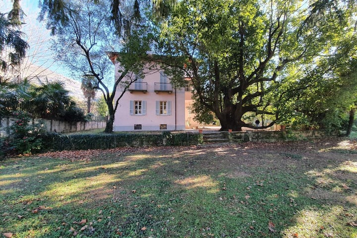 Agradable casa de vacaciones en Dervio con jardín