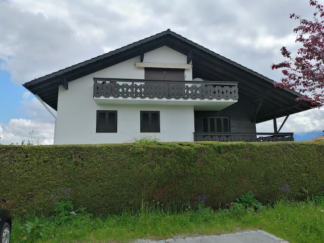 Charmante Wohnung mit Bergblick