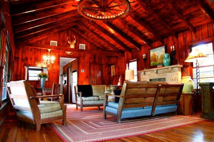 SECLUDED WESTERN RANCH HOUSE 2B 2B