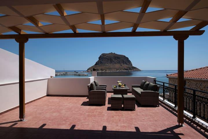 Cyrenia | Superior Suite with Sea View