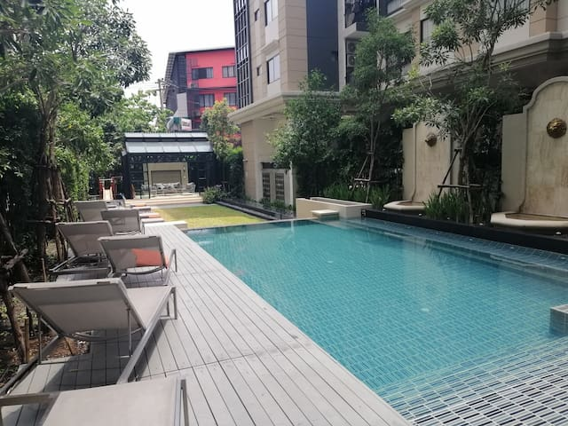 Quiet 1 BR Condo in Phrom Phong District