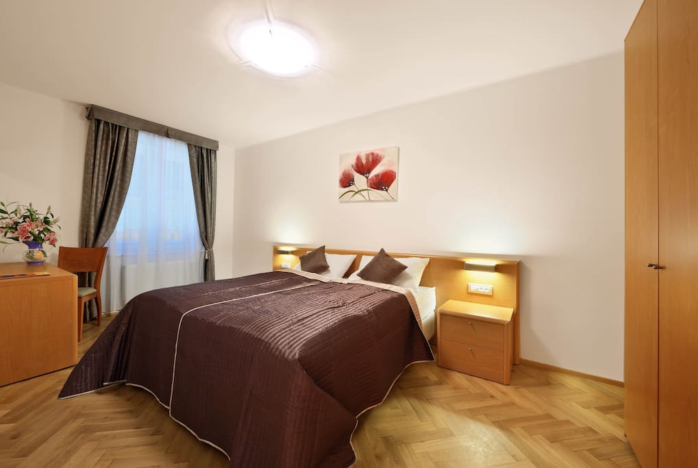 Sunny apartment is equipped with air-conditioning and has a street view