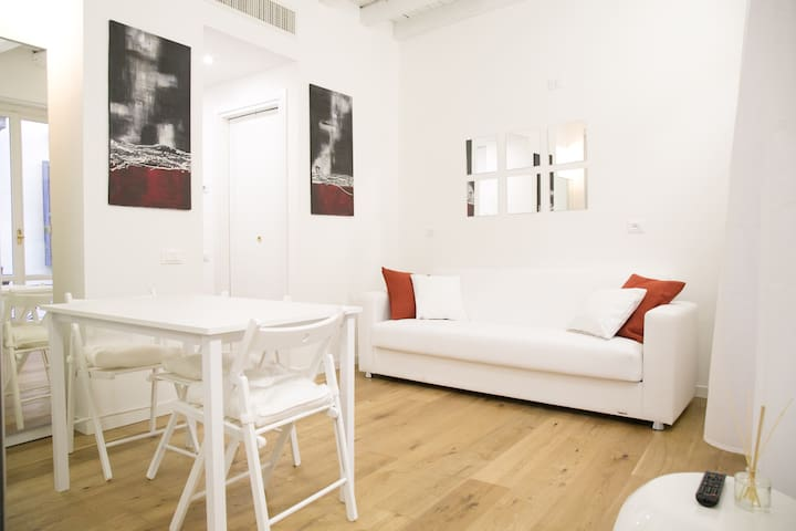Amazing, new & fully furnished studio in Duomo