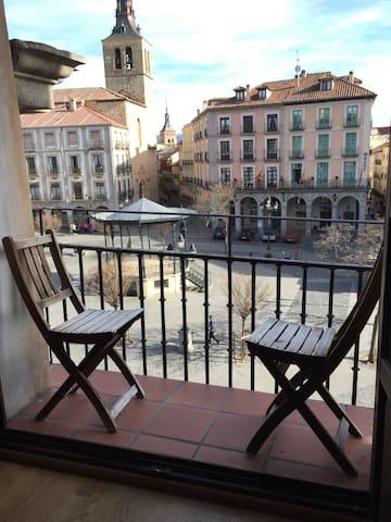 Piso único en plaza Mayor - Segovia - Byt