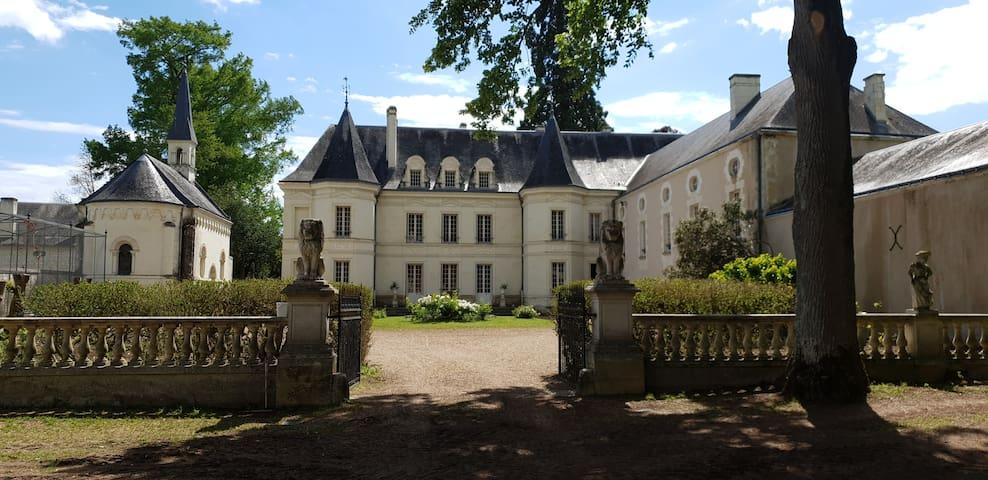 chateau de Basché chambre de l étang