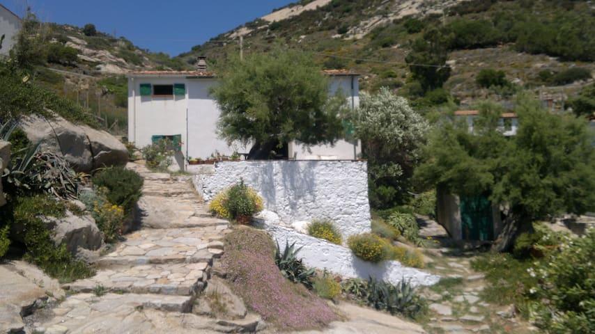 Casa dello scultore: granito e mare