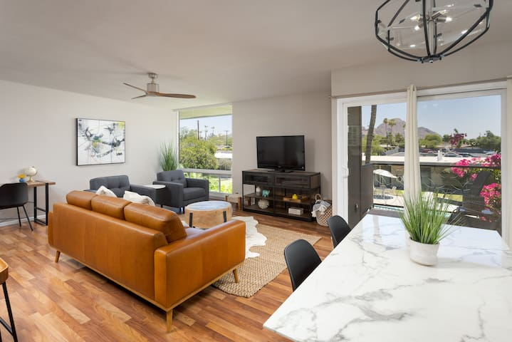 Newly Updated Arcadia/Biltmore Condo with Views