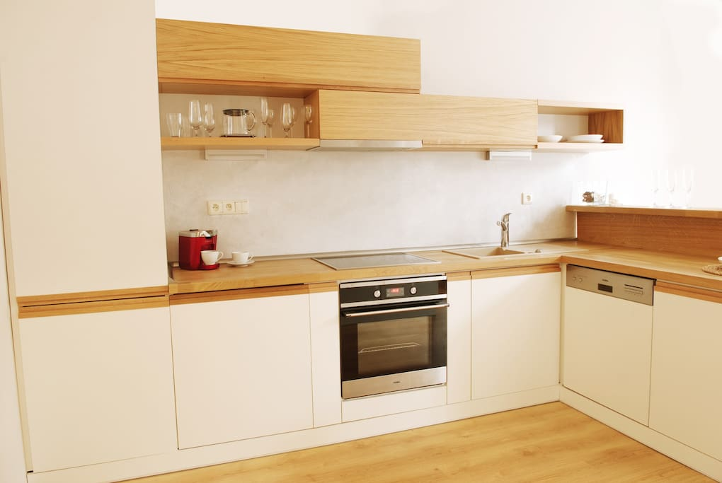 fully equipped kitchen (oven, dishwasher, coffe machine, washing machine, etc.)