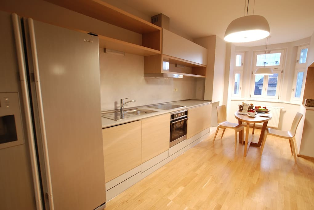 fully equipped kitchen with dinning area