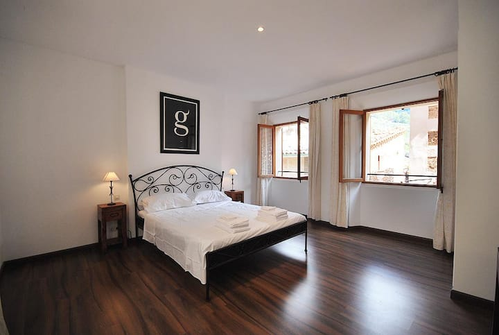Spacious Comfort in Fornalutx Flat B