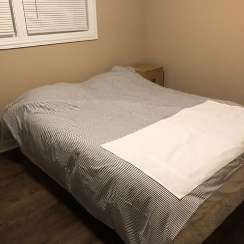 Comfortable room#2 near Midway 20mins to downtown