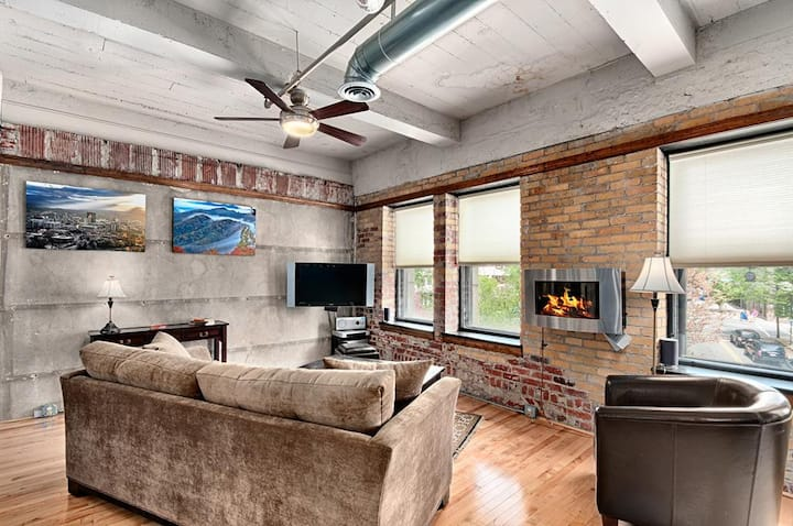 Colby Loft; downtown Asheville luxury!  Walkable to everything!