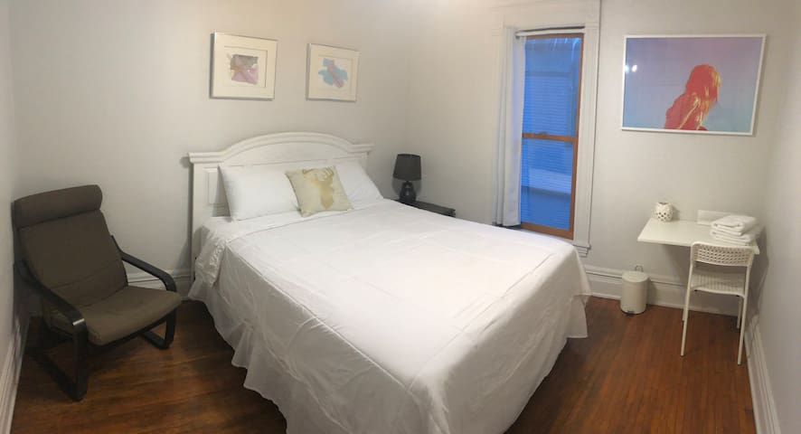 White Room-Historic Home* Near Uptown/Downtown