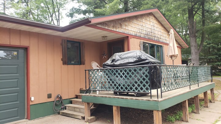 3 Bedroom(cabin #9)  just feet from Lake Ten Mile