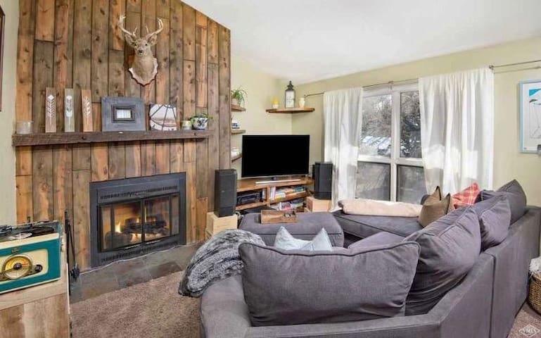 Winter Retreat W Mountain Views-30%OFF SKI RENTAL