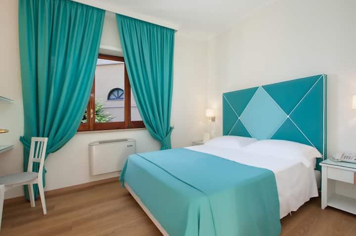 Hotel Regina Sorrento, Family Room w/ Patio
