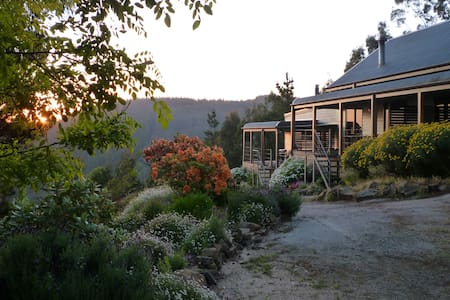 Wombat Lodge-Cosy cabin in the Macedon Ranges