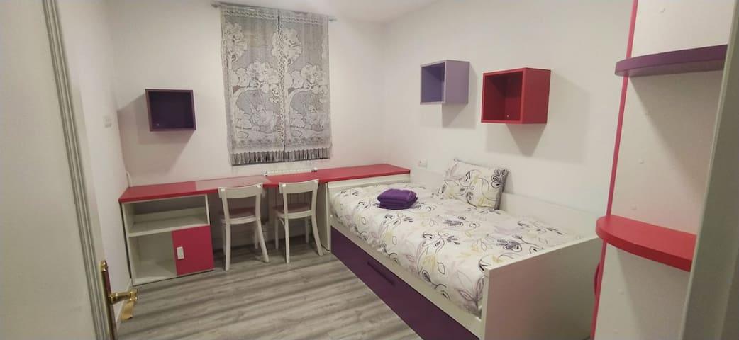 Habitación juvenil con cama supletoria