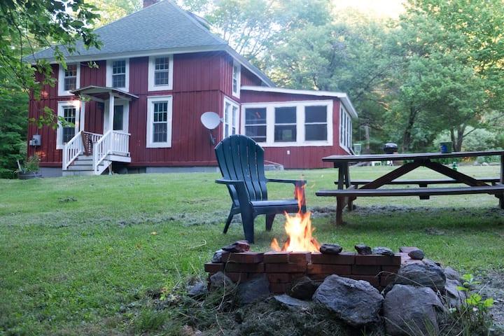Cozy Rustic Cabin- 4 private acres near Berkshires