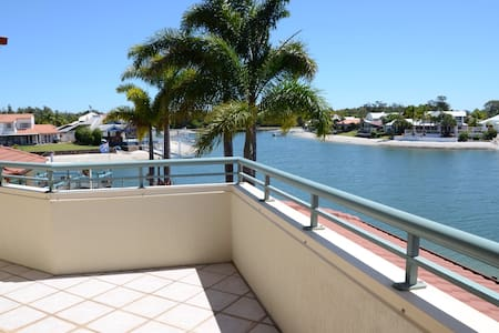 Bayz Maroochy Waters. Pet Friendly with Kayaks