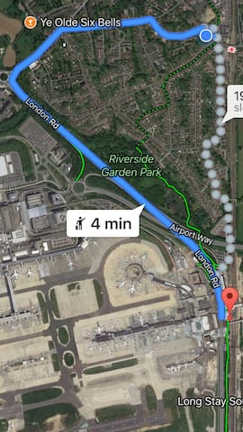 Only 1 minute by train from Gatwick Airport!!! Or 4 minutes taxi or 19 minutes walk!!!!