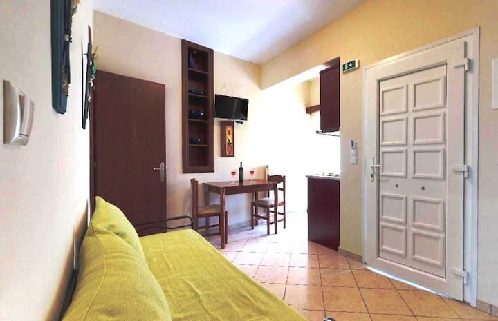 Fivos-Apollon: Central Apartment no.9