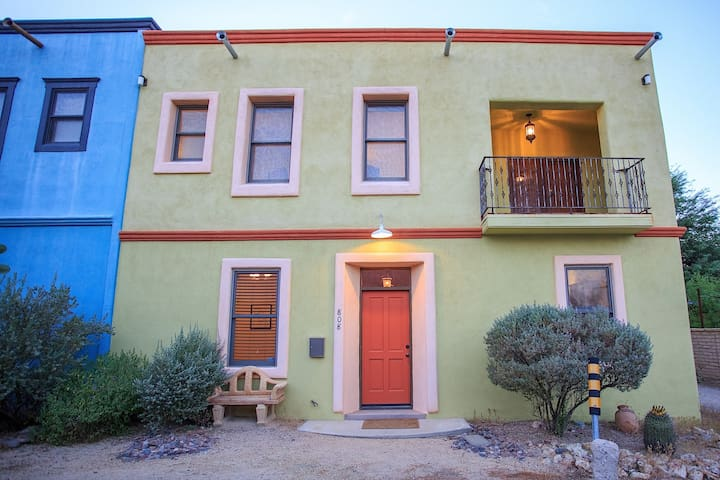 Belleza Barrio is a Beautiful 3 bedroom 3 bath town home in the heart of Downtow