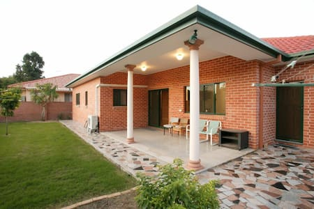 Luxary furnitured 4 bed room house for short lease - Robertson