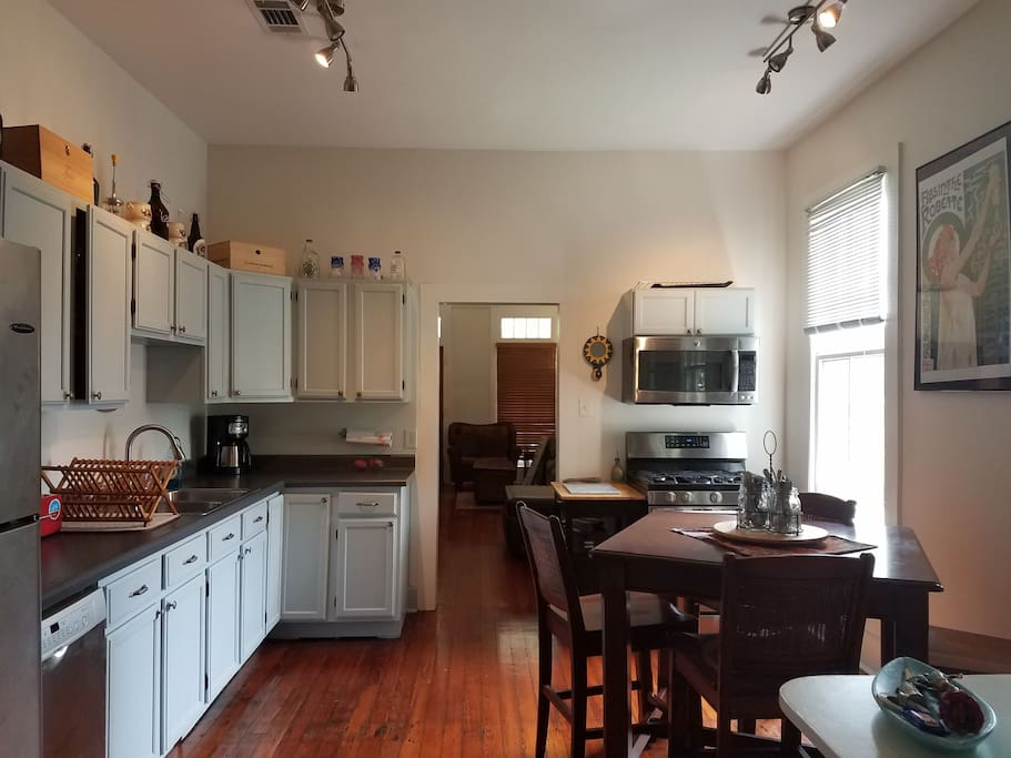 Massive 3 Bedroom 2 Blocks From The Street Car Apartments For Rent In New Orleans