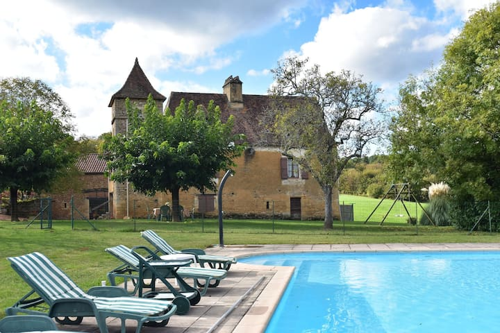 Stunning, rurally situated house with private swimming pool near Besse (3 km)