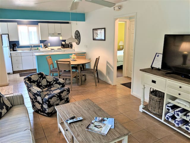 DRIFTWOOD COTTAGE #4 - 1/2 price pet fees NOW through Thanksgiving and NEW LOW FALL RATES!