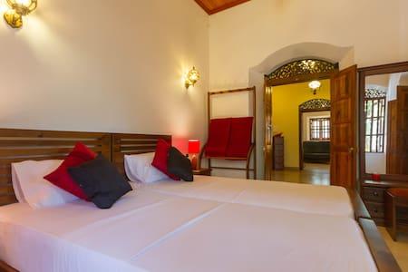Saffron Room, Galle Wakwella Villa