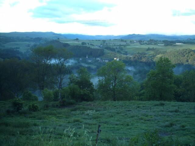 Grand gîte dans le Haut-Cantal - Marchastel - Departamento