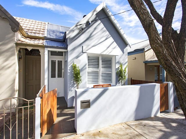 Light filled home in a great inner west location - Leichhardt - Casa