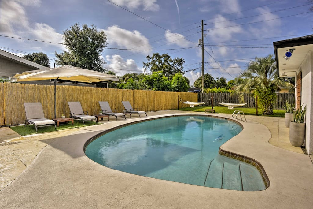 Enjoy the luxurious amenities of this 3-bd, 2-ba Orlando vacation rental home.