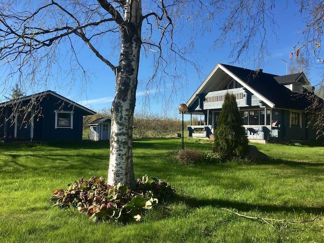 Vapaa-ajan asunto Räyringinjärven rannalla