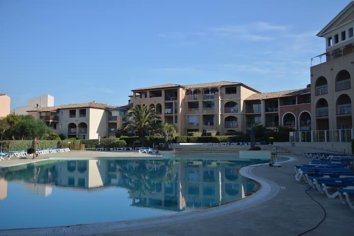 Superbe T3 vue mer avec piscine proche plages