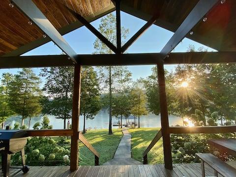 New! Luxury Lakefront Sanctuary w/Kayaks & SUP