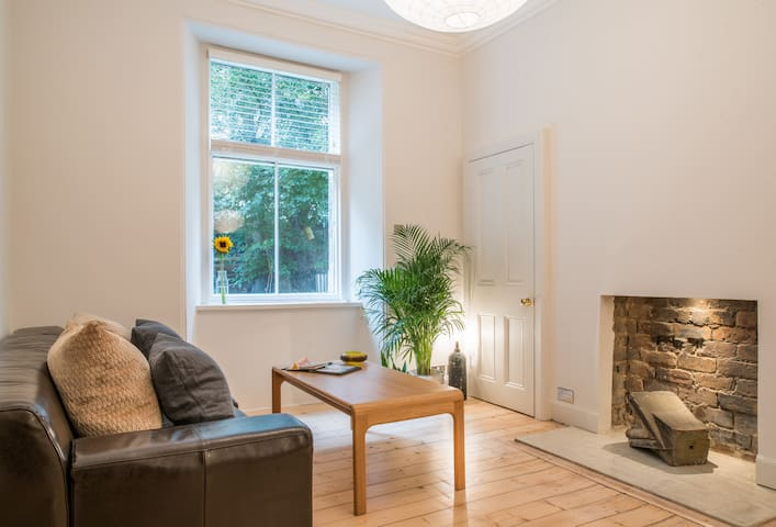 Beautiful City Centre Apartment with Free Parking