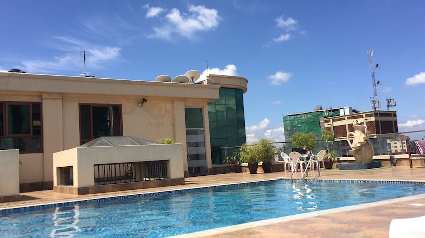 Skyline Suite (rooftop pool, gym, own bathroom) - Nairobi