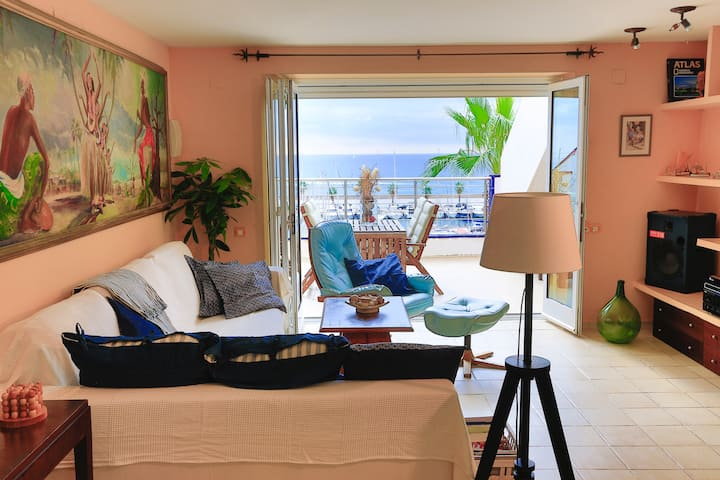 Twin-bedroom with bathroom in front-sea view house