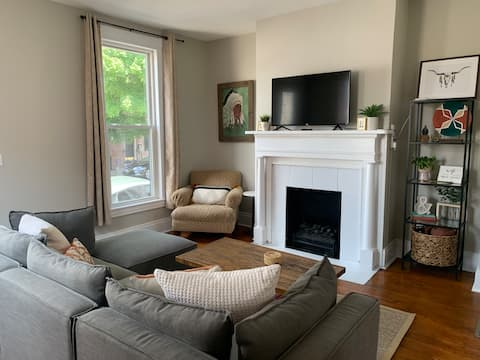 Cozy downtown home with patio walk to everything.