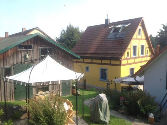 Bauernhaus mitten im Frankenwald
