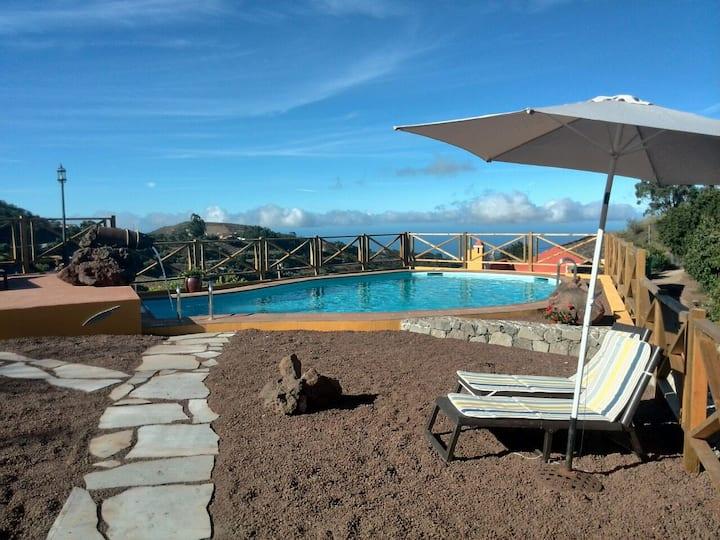 Natura -Las Dalias with pool & WiFi