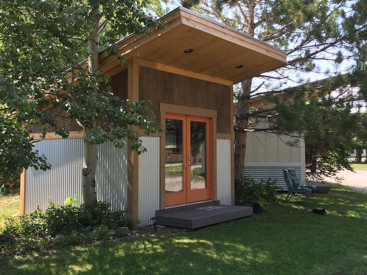 The HUMMINGBIRD birdhouse cabin
